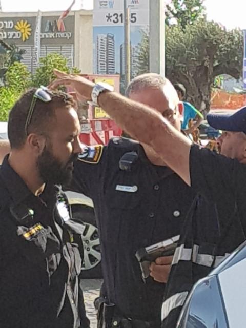 השוטרים לאחר תפיסת השב''ח צילום כתב מקומונט גבעת שמואל