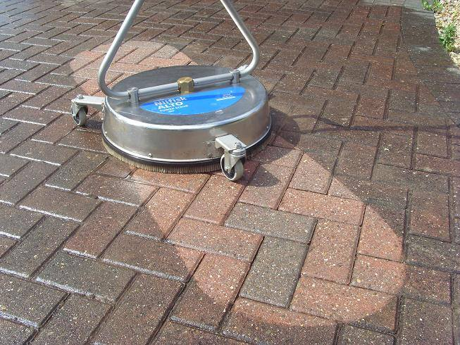 ניקוי כתמים בלחץ מים