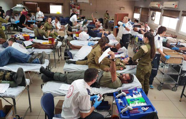 הערב: תושבי גבעת שמואל תורמים דם