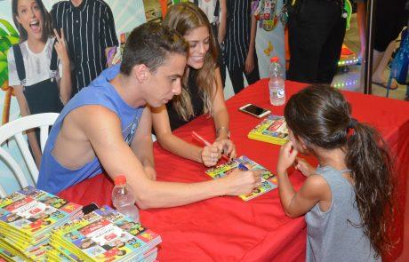 """לירון רביבו וטום באום """"חתמו"""" חתמו למאות המעריצים על יומן ערוץ הילדים"""