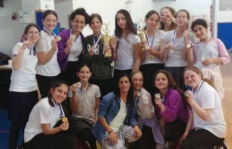 משלבים ידיים: ארבעת בתי הספר היסודיים של גבעת שמואל בטורניר ספורט עמוס מעודדים ורוח לחימה