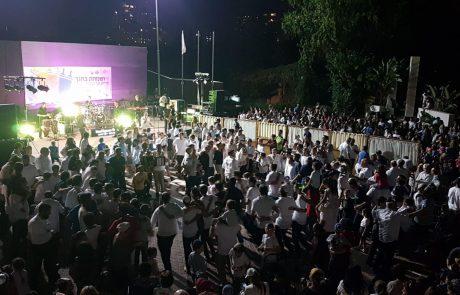 כ-1,200 תושבים, חילונים ודתיים, חגגו בהקפות השניות שהתקיימו במוצאי החג