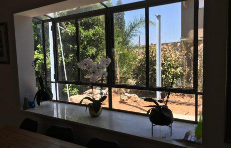 חלונות עץ: איך הם משפיעים על ביתך בקיץ?