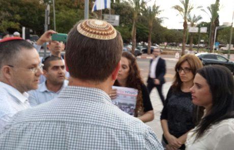 הורי הילדות מגבעת שמואל החתימו על עצומה בכינוס מפלגת הבית היהודי